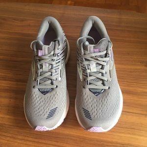 Brooks GTS 19 Running Shoes